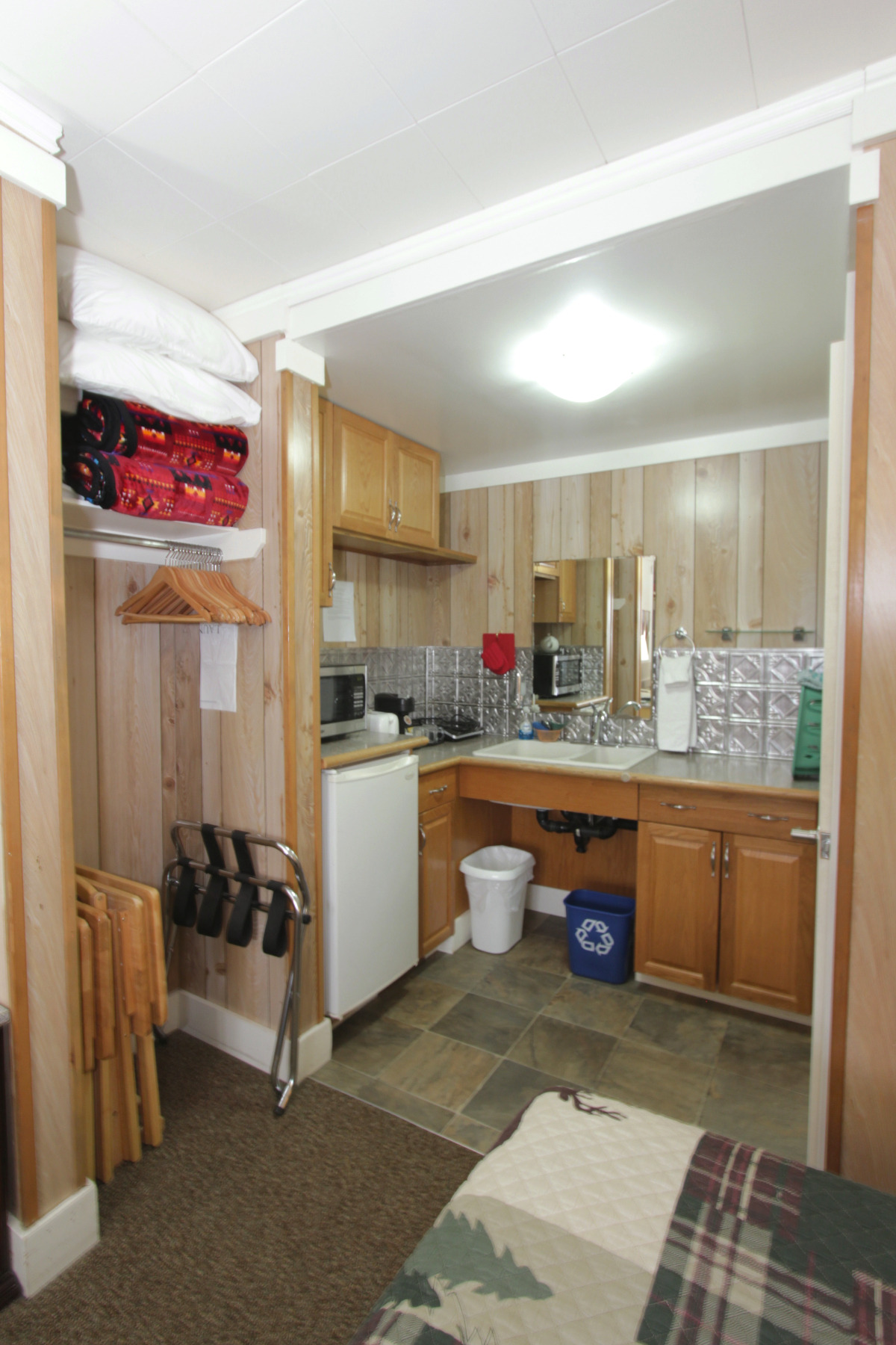 Room 11 kitchenette